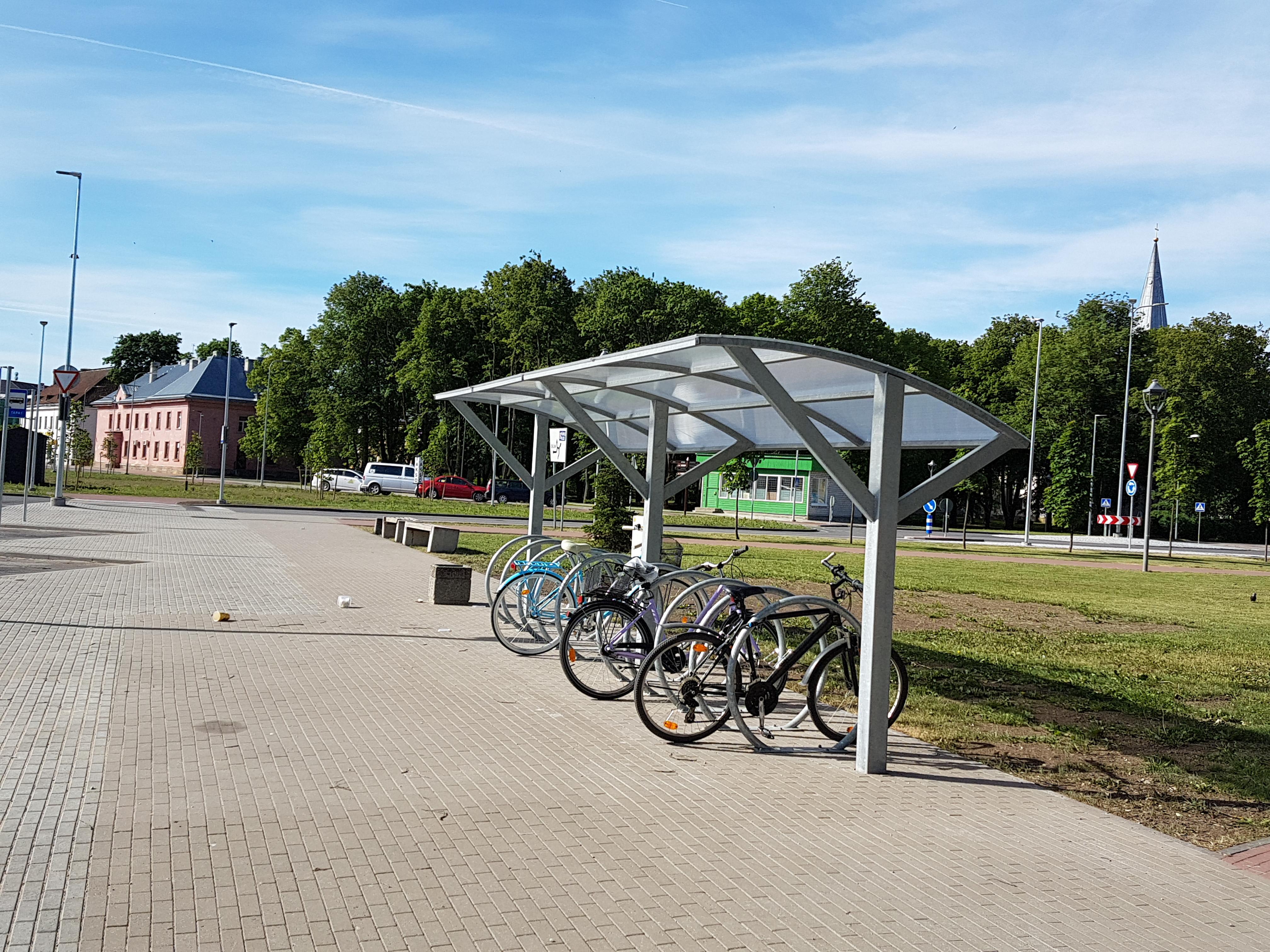 Rattaparkla Tapa raudteejaama lähedal. Pildistas Katrin Jõgisaar, Bioneer