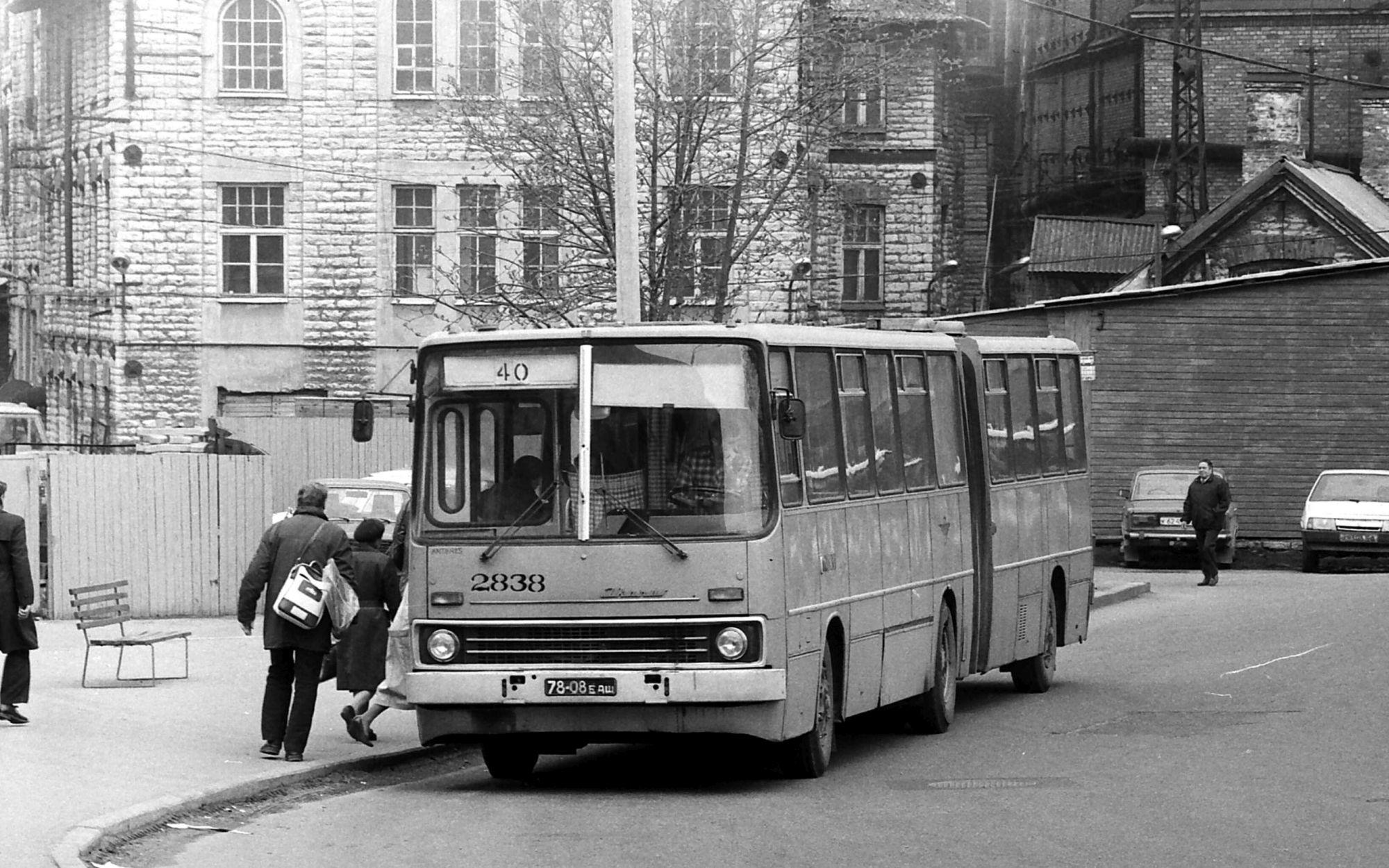 98 aastat bussiliiklust pealinnas – kahekordsest bussist hübriidsõidukini