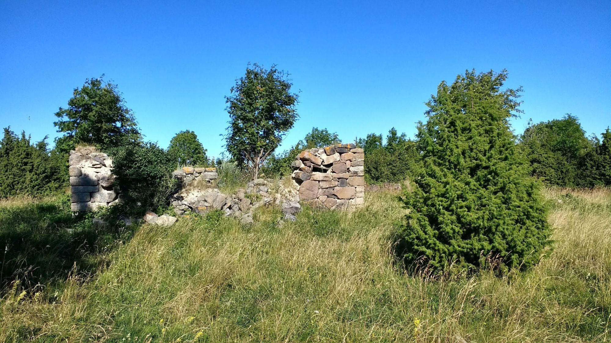 Jäljed kunagisest asustusest on veel nähtavad.