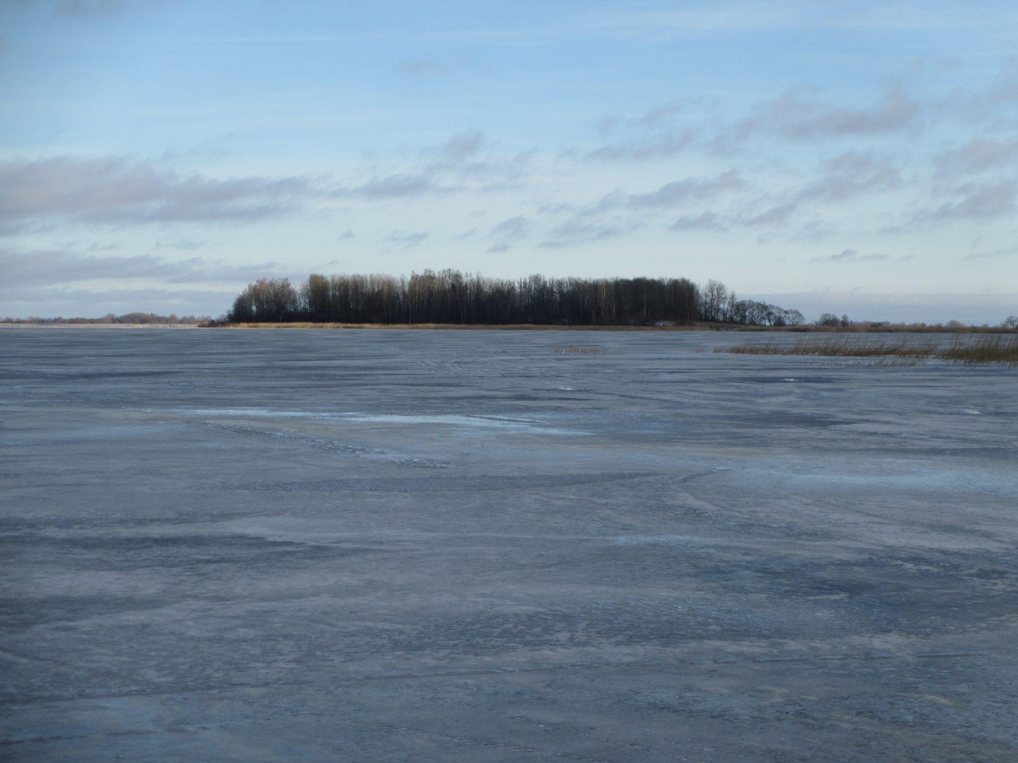 Üle jäätunud järvejää terendab meie sihtmärk: asustamata saar