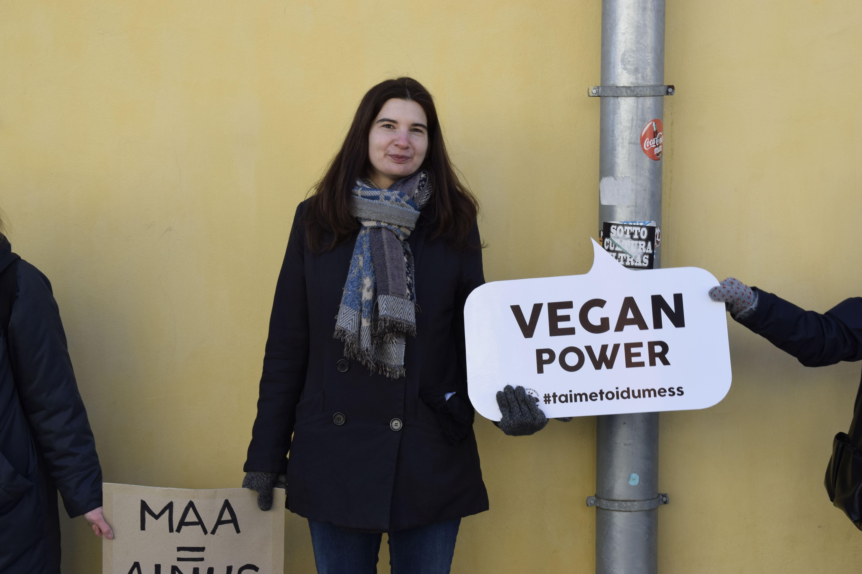 Vegan elustiili propageeria 12. aprillil toimunud kliimaketi üritusel. Janek Jõgisaar, Bioneer.ee