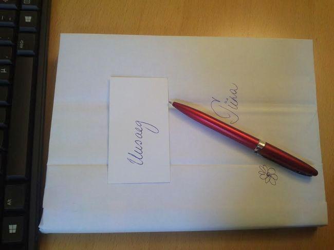 Printeripaberi pakkepaberist saab kas värvilised või valged kaaned. Pildistas Tiina Saidla.